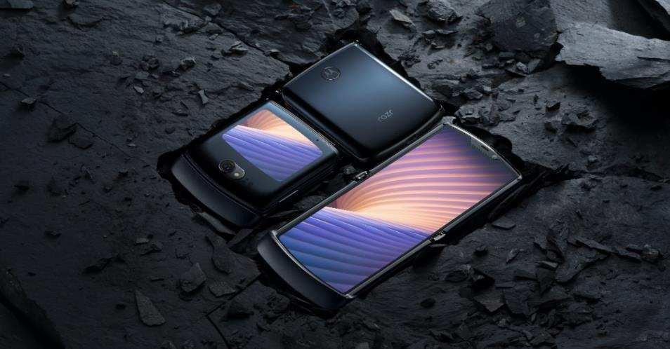 最前线丨摩托罗拉发布了一款万元折叠屏手机,很贵很怀旧
