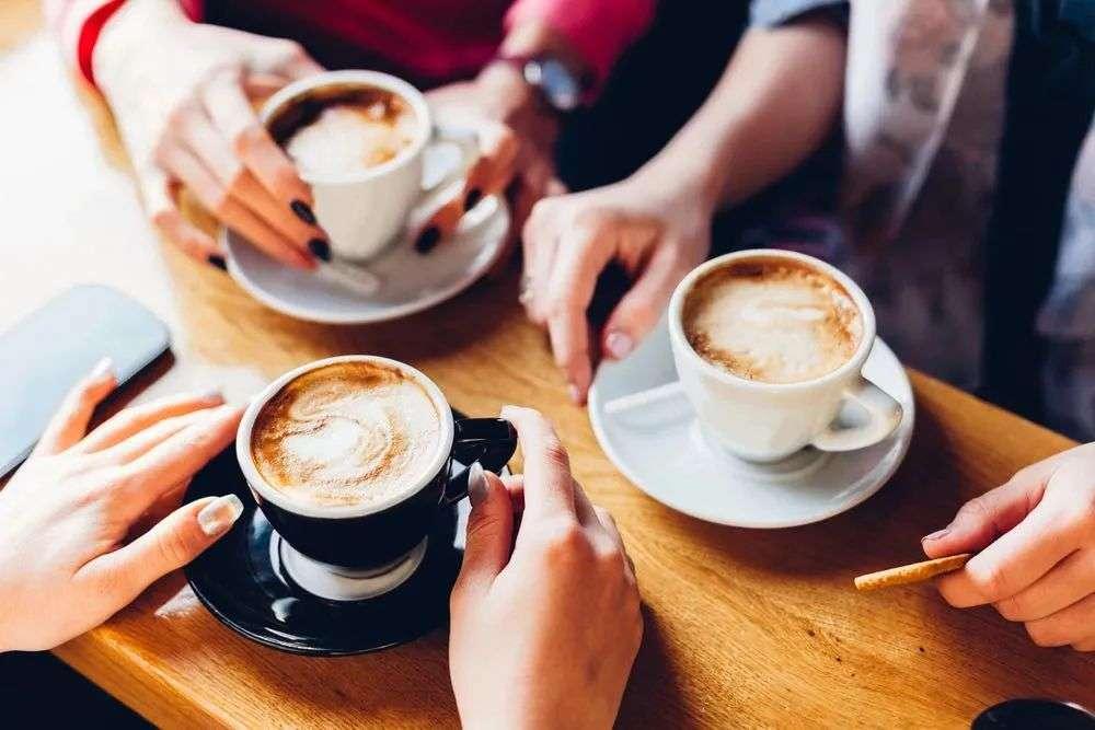 奶茶店里排长队,咖啡市场静悄悄