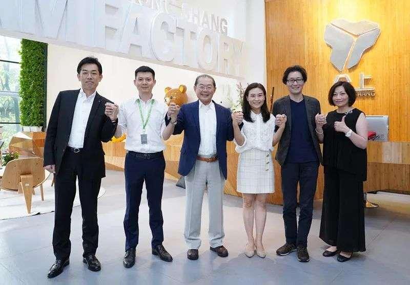 中日韩领导握手照片(特朗普拒绝和日本首相握手)