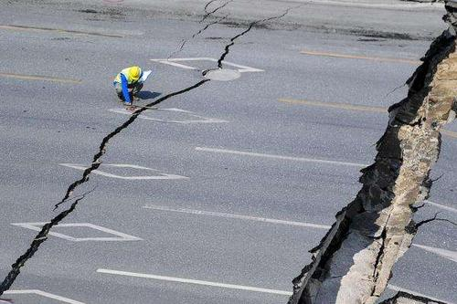 四川宜宾通报路面塌陷-宜宾通报路面塌陷