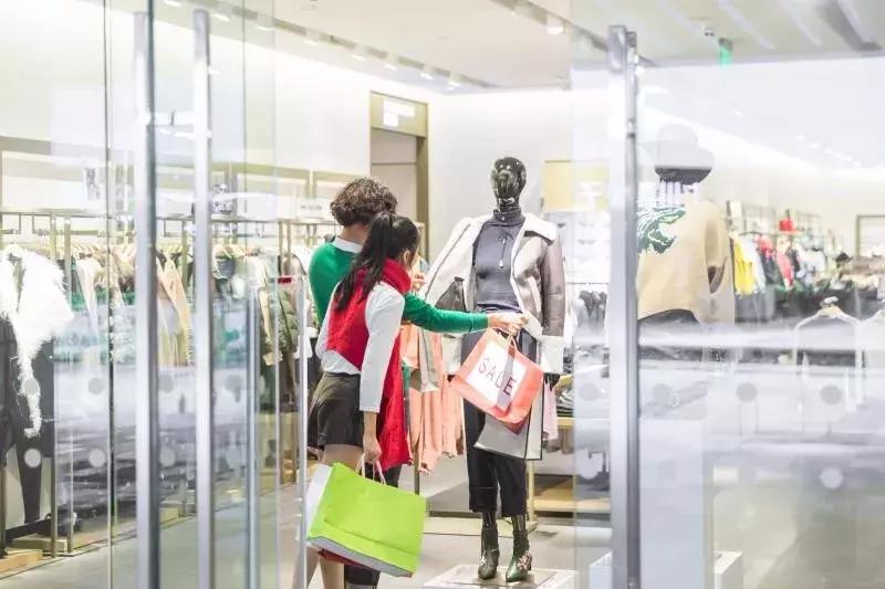 卖服装的销售技巧有哪些(服装导购的8个必杀技)
