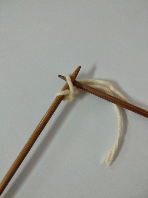 织围巾怎么起针(粗毛线手工编织围巾教程)