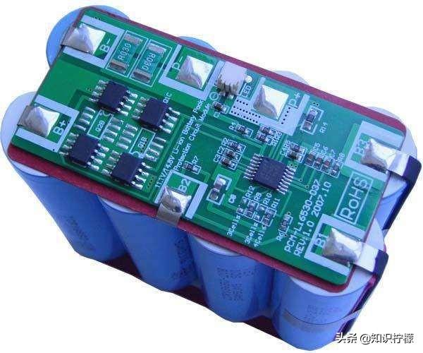 铅酸电池充电器能充锂电池吗(观文一览其可行性及影响)