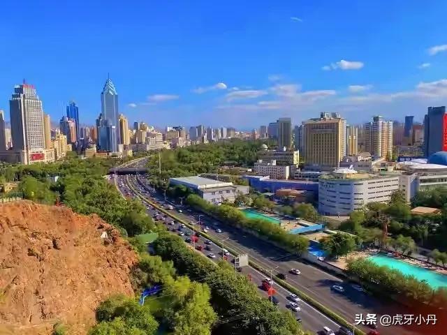 在新疆小县城做什么生意赚钱(在新疆赚钱行业揭秘)