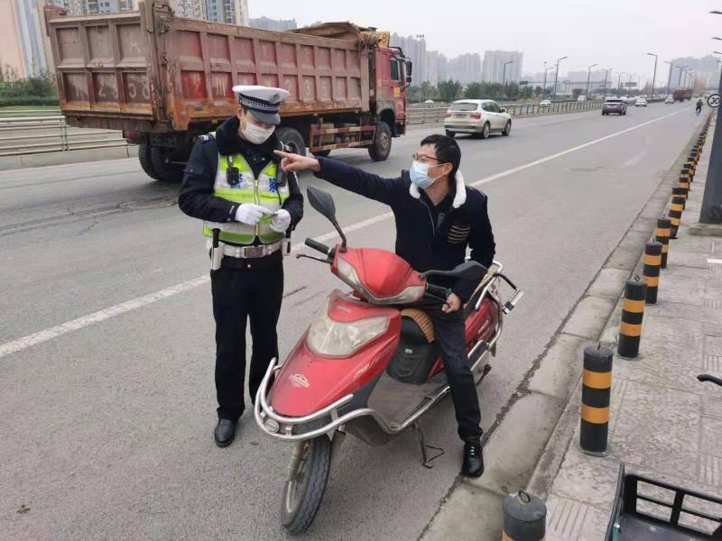 行人全责的交通事故(行人夜晚横穿马路被撞责任)